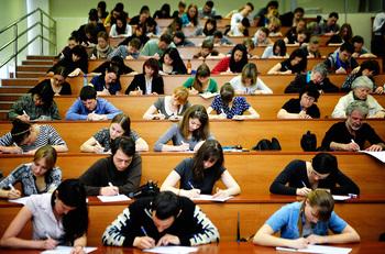 """Госдума одобрила в первом чтении проект изменений в закон """"Об образовании в РФ"""", касающийся целевого обучения"""